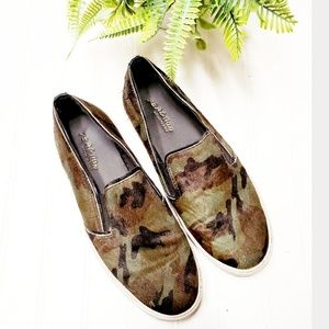 🎉Kenneth Cole Reaction Camo Calf Hair Slip Ons🎉